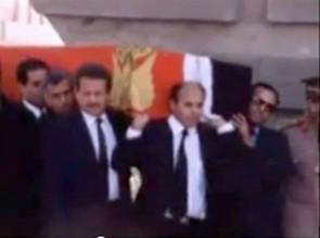 فيديو نادر.. مراسم دفن السادات بين بكاء