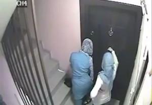 عصابة نسائية تسرق المنازل في عمان .... فيديو