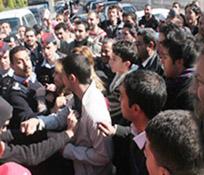 العشرات من طلاب التوجيهي ينفذون اعتصاما أمام وكالة الأنباء الأردنية