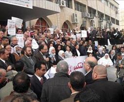 اعتصام حاشد في النقابات المهنية للمطالبة بالإفراج عن التل ومحادين