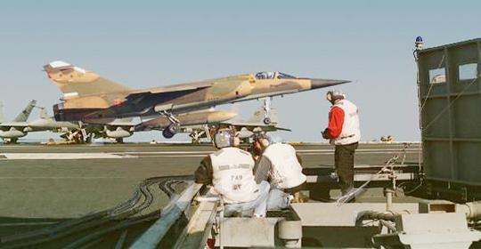 غزو أمريكي للمياه العربية..حاملة طائرات ومدمرات في طريقها للبحر الأبيض والخليج