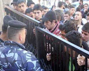 إصابات في اعتصام لطلبة التوجيهي..وتسليم عريضة للديوان الملكي للمطالبة بإعادة التدقيق
