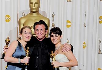 المليونير المتشرد فاز بجائزة أفضل فيلم ويحصد ثماني من الجوائز