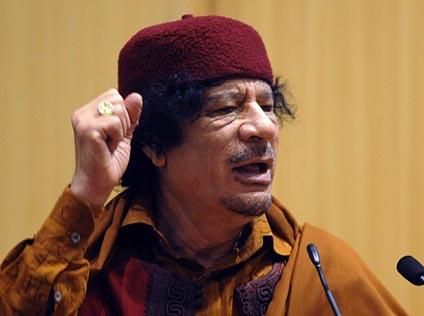 القذافي: لماذا السعي لمحاكمة البشير ونزاع دارفور تحركه دوائر أجنبية؟