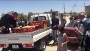 خريج من جامعة اليرموك ... يترك حفل ليباشــر ببيع الدجاج أمام الجميع