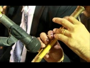 بالفيديو : نائب أردني يغني في عرس ورواد مواقع التواصل يشيدون بصوته