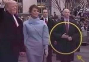 لماذا ارتدى الحارس الشخصي لترامب يداً صناعية طوال فترة احتفالات التنصيب؟