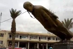 صنم يُرفع وتمثال يُقلع