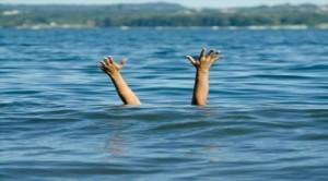 وفاة طفلين غرقا في سيل الزرقاء