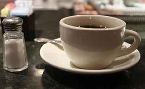 هل جربت القهوة بالملح بدلا من السكر؟ إليك نصيحة العلماء!!