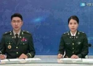 بالفيديو .. مذيعو نشرة الأخبار الكورية الشمالية يظهرون بالزي العسكري