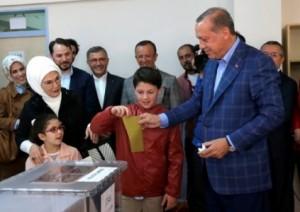 أردوغان يدلي بصوته وتصريح مفاجئ له!