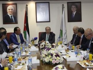 رئيس الوزراء والفريق الاقتصادي يزورون شركة البوتاس العربية