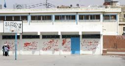 """وفد من وجهاء مخيم الوحدات يبحث مع """"الأونروا"""" الاعتداءات على مدارس الإناث"""