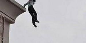 شبهة انتحار بوفاة سيدة قفزت من الطابق الثالث في الرصيفة