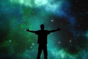 عالم فيزياء بريطاني يؤمن أن الله هو خالق الكون!