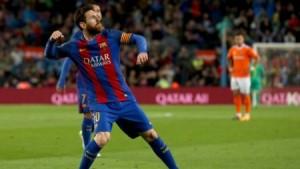 بالفيديو ...برشلونة يفوز برباعية وميسي يسجل ركلة جزاء ساحرة