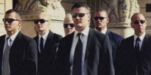 أسباب 6 لا تعرفها وراء ارتداء حراس الأمن نظارات سوداء فقط