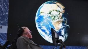 أشهر عالم كونيات: البشر مهددون بالانقراض خلال 100 سنة