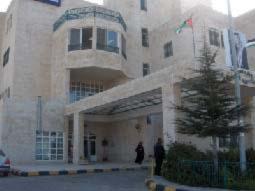 مستشفى اليرموك الحكومي بلا أدوية والاختصاصي الوحيد في أجازة