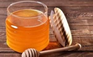 10 فوائد مدهشة للعسل على صحة الشعر والبشرة