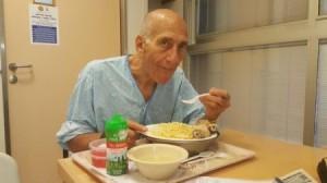 بعد السجن والمرض .. صورة بائسة لإيهود أولمرت