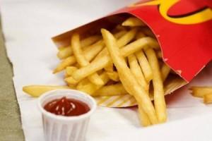 هذا هو سرُّ النكهة اللذيذة لبطاطا ماكدونالدز .. وإليك سعراتها الحرارية!