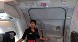 هذا ما يحدث إذا فُتح باب الطائرة في الجو