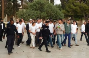 140 مستوطنا متطرفا يقتحمون المسجد الاقصى