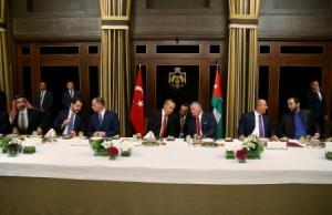 الملك يقيم مأدبة عشاء على شرف أردوغان .. صور
