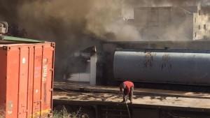 بالصور ..اخماد حريق شب بـ 4شاحنات في منطقة أبو علندا بالعاصمة عمان