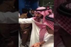 بالفيديو.. نائب أمير مكة يصدم من سوء الخدمات بمطار جدة