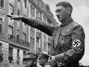 بالفيديو .. كشف السر وراء تحية هتلر الشهيرة