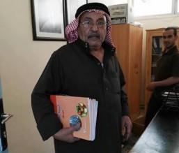الصورة والوثيقة...سبعيني أردني يلتحق بالمدرسة في مادبا