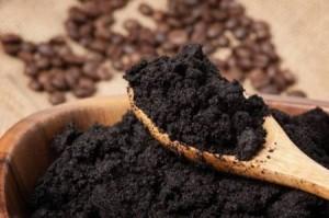 لا ترمي تفل القهوة .. فيه سر علاج بشرتك!