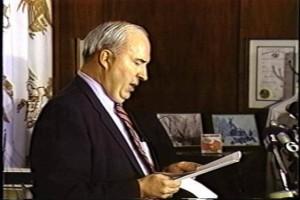 بالفيديو ..عملية انتحار وزير الخزانة الامريكية روبرت ديور لاتهامه بالفساد