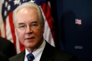 استقالة وزير الصحة الأمريكي بعد استخدام طائرات خاصة
