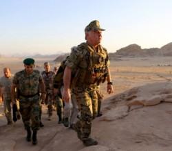 الصور ... القائد الأعلى يتابع تمريناً عسكرياً ليلياً في كتيبة المغاوير