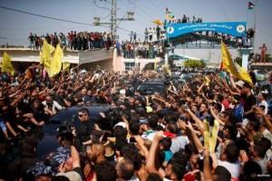 هل تتخلى حماس عن المقاومة أم تنضم