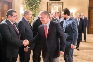 بالصور ...جلالة الملك يلتقي رئيس مجلس الأعيان وأعضاء المكتب الدائم ورؤساء اللجان