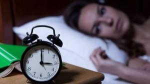 لا تقوموا بهذه الخطوات عند الإستيقاظ من النوم ليلاً!!