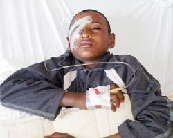 بعد ثالث عملية جراحية : الطفل الهويمل يفقد الإبصار في عينه اليمنى