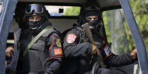 53 قتيلا من الشرطة المصرية في اشتباكات مع مسلحين بالقاهرة