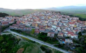 بلدة إيطالية تدفع المال لمن يسكن فيها
