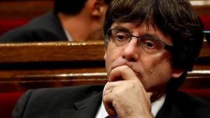 رئيس حكومة كتالونيا المقال يسلم نفسه