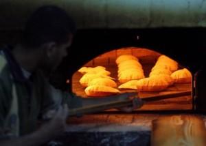 لماذا صندوق النقد الدولي لا يوصي برفع الدعم عن الخبز؟