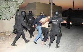 القبض على صاحب اسبقيات ضرب عامل وافد وحاول سرقته داخل محطة محروقات في البلقاء