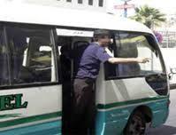 كنترول باص على خط اربد - الرمثا يطعن طالب جامعي بقدمه