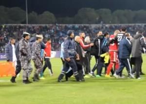بالفيديو...تصرف قام به لاعبو و جمهور الفيصلي أثار إعجاب المحللين الرياضيين الدوليين بمباراته مع المنشية