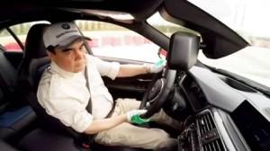 بالفيديو...رئيس دولة مسلمة يمارس التفحيط بسيارة BMW